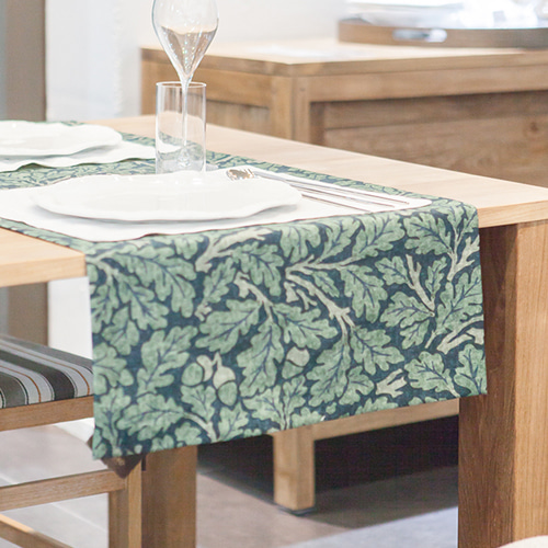 MORRIS & CO. Melsetter_Table Runner (Dark Green) 모리스 테이블 러너 (다크 그린)